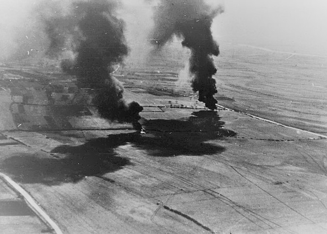 800px-italian_planes_destroy_yugoslav_aircraft_on_the_ground_april_1941